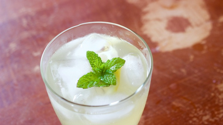 This is a bright and fresh mint and lemon spritzer, perfect for spring and heralding in gardening season.