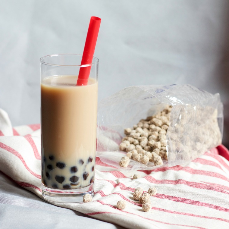 What makes boba tea different from regular tea is of course, the chewy tapioca pearls! - Boba Tea | 918 Plate